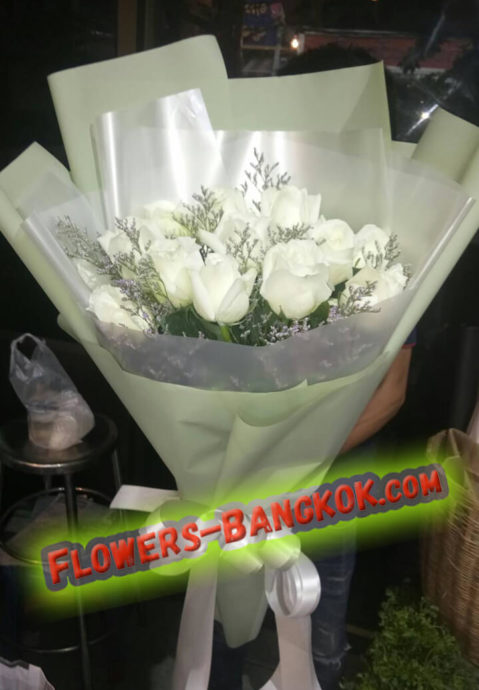 12 White Roses in GREEN